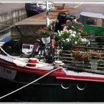 Barco con flores en Canal du midi