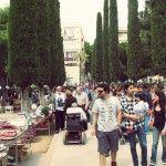 El parque de El Clot de la Mel, lleno de gente en la edición del Mercat Solidari del año 2012.