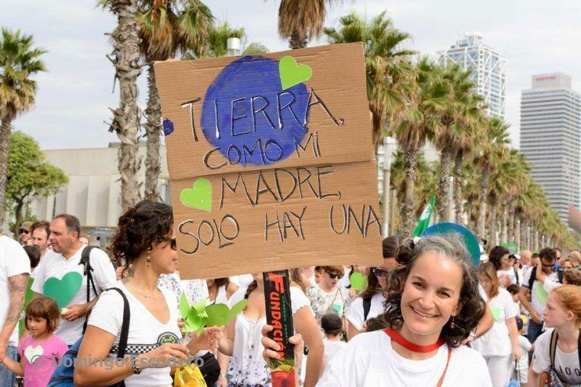 TIERRA solo hay una. Pancarta de La ecocosmopolita en BCN21S