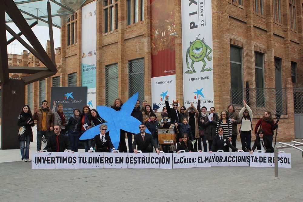 El colectivo de 350 BCN en la acción del Divestment Day