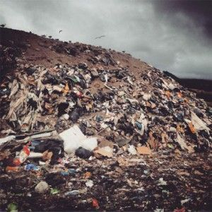 Residuos. Nos consumen Foto by @killyavi Instagram
