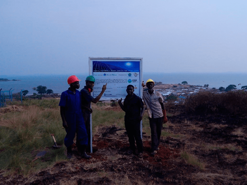 Kitobo. Uganda. Asamblea de la comunidad con ONG locales