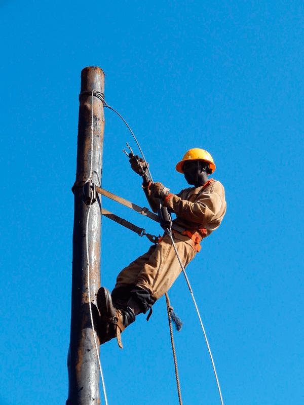 Kitobo-uganda. Instalación de la red de distribución, en baja tensión