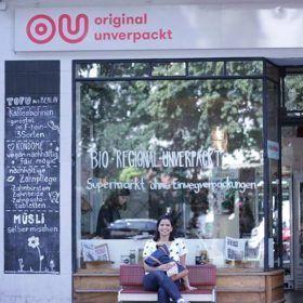 Ale en Original Unverpackt, tienda zero waste en Berlín, por Vayaconsumismo
