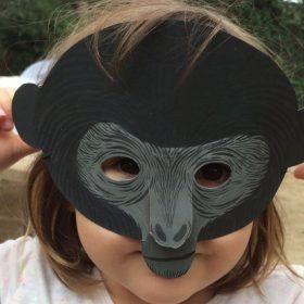 fiesta de cumpleaños sostenible con piñata: máscaras caseras de papel