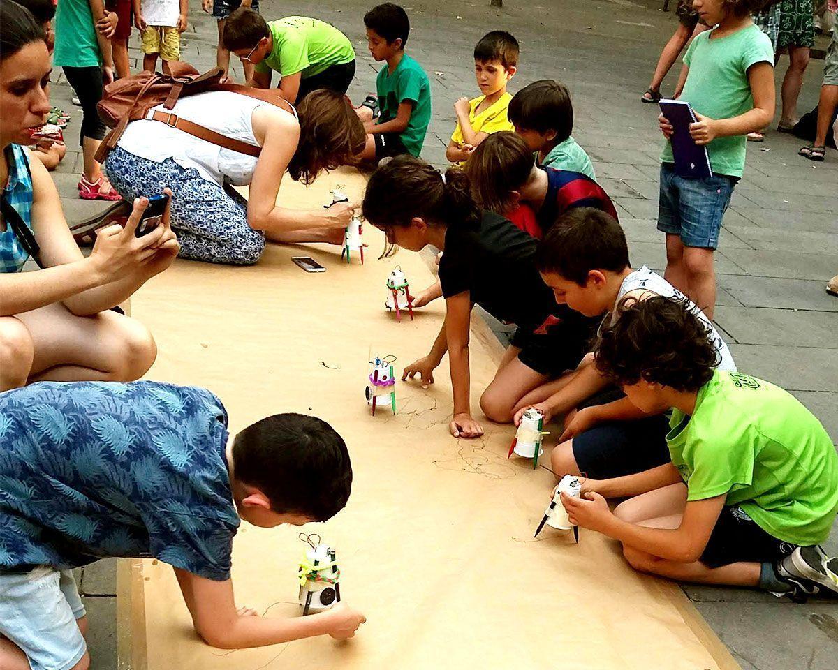 Crea tu propio robot pintador y reciclador. ¡DIY de verano!