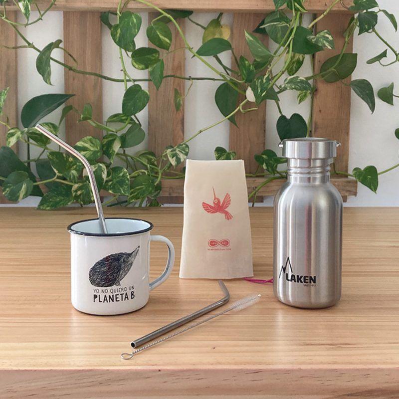 kit zero waste reutilizables siempre contigo, con taza de acero esmaltada, botella y pajita de acero