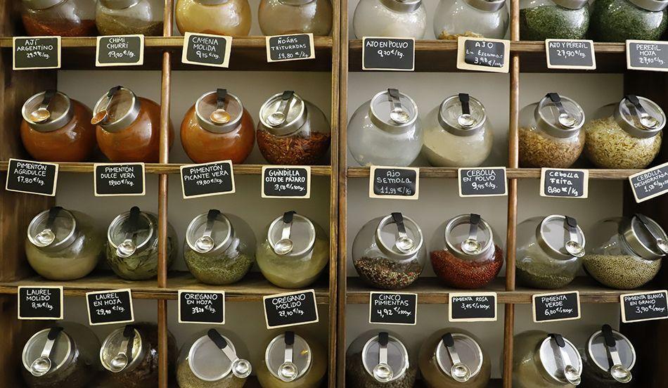 Comprar a granel. Foto de Beatriz Perez Bascuñana en Casa García Granería