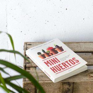 Libro Minihuertos, para hacer tu huerto urbano. Por marta rosique de Plantea en Verde