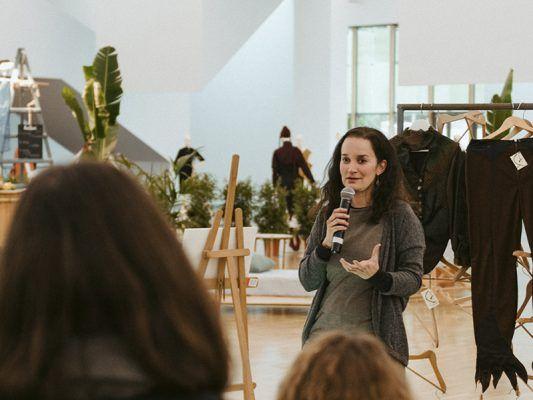 charla sobre vida residuo cero y moda sostenible